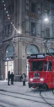 Helsinki wird von den Einwohnern als lebenswerte Stadt betrachtet - ein Aspekt: Der Nahverkehr.