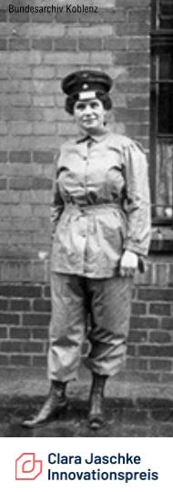 Eine Eisenbahnerin im frühen 20. Jahrhundert